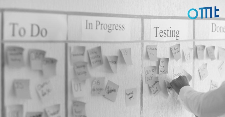 Projektmanagement Posteds an Whiteboard