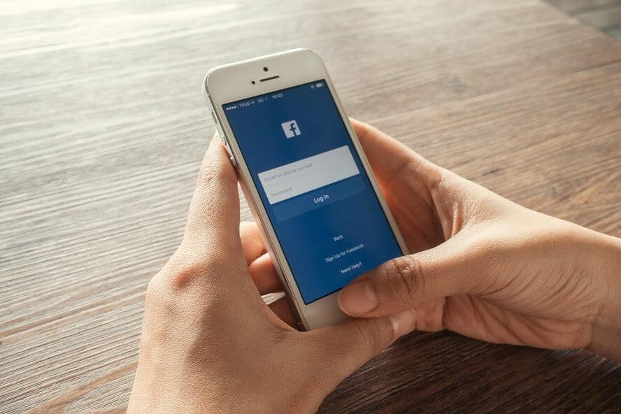 facebook-app-auf-smartphone