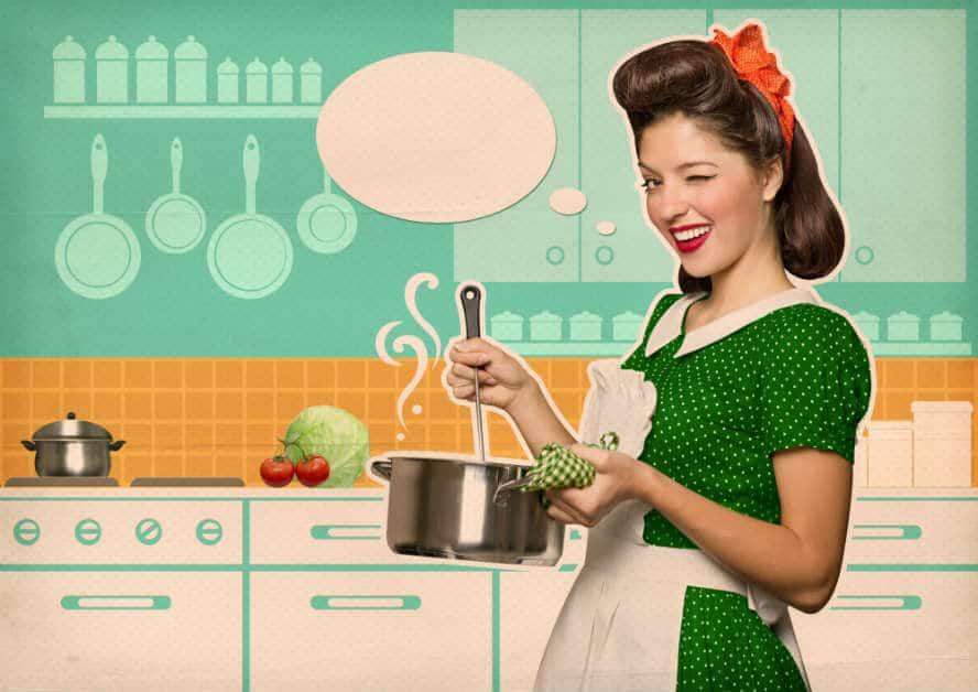 pflichtbewusste Hausfrau am kochen